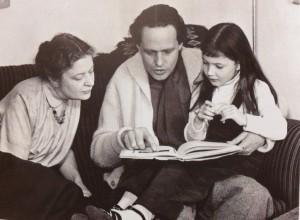 Arne med fru Gertrud och  lilla Aurora.