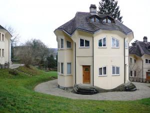 Antroposofiskt inspirerad arkitektur i Dornach, Schweiz.